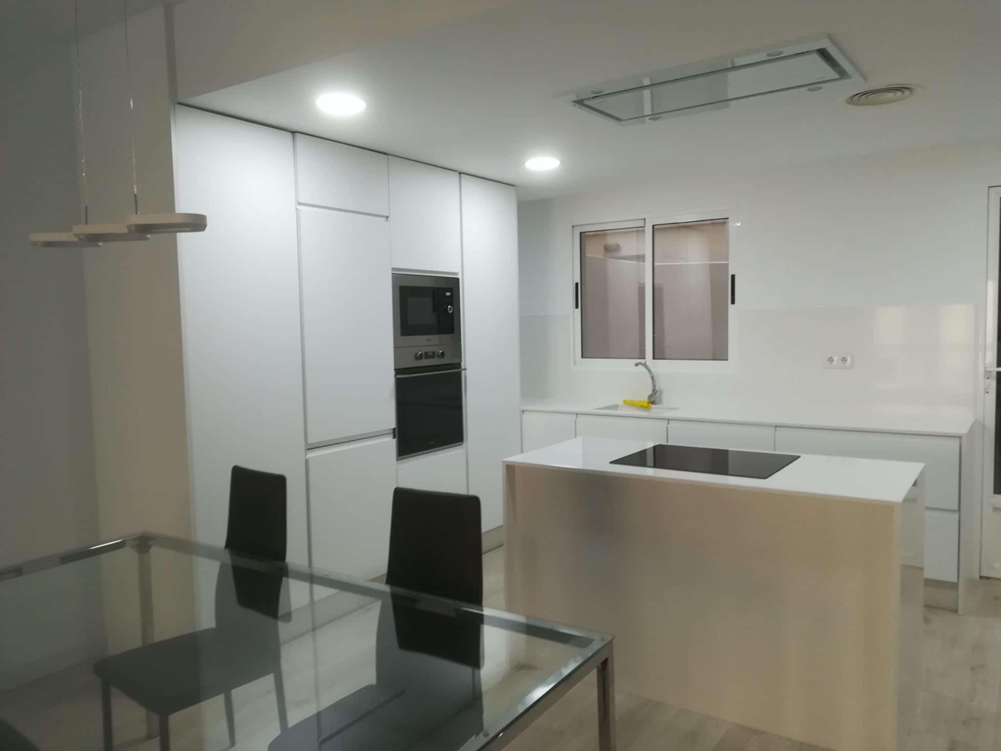 cocina-blanca-office-isla-tres