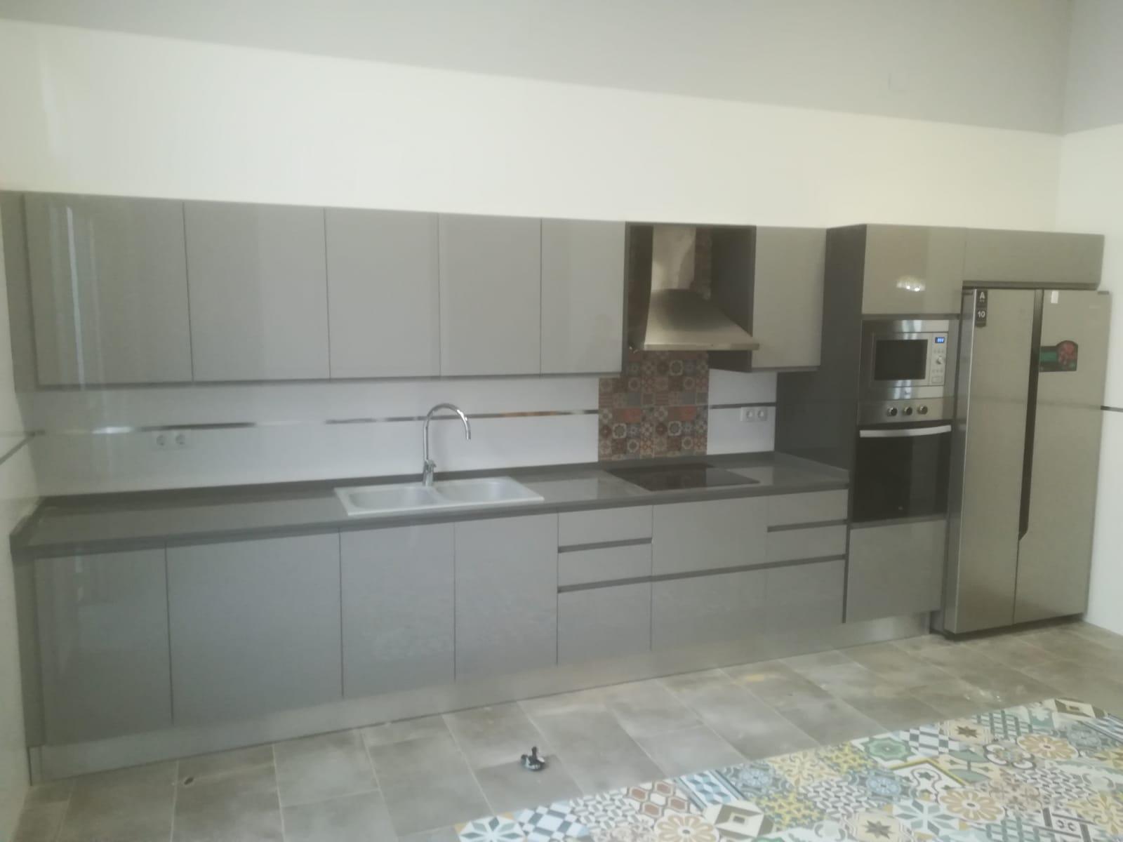cocina-gris-retro-uno
